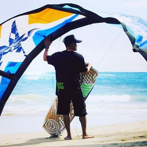 @luiscruzkite getting ready to SEND IT! Thanks @star_kiteboarding @starkites #starkiteboarding #justsendit #kiteboarding #kitesurfing