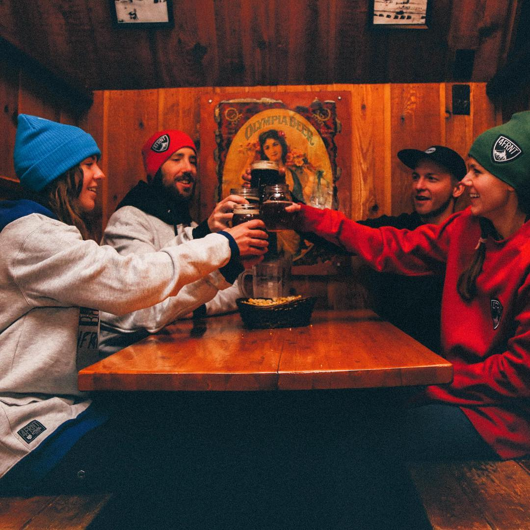 Cheers cheers the weekend is here, laxin' in 4FRNT hoodies is the right way to drink a beer. #hoodies #beer #shapingskiing | Photo: @kh_christopher