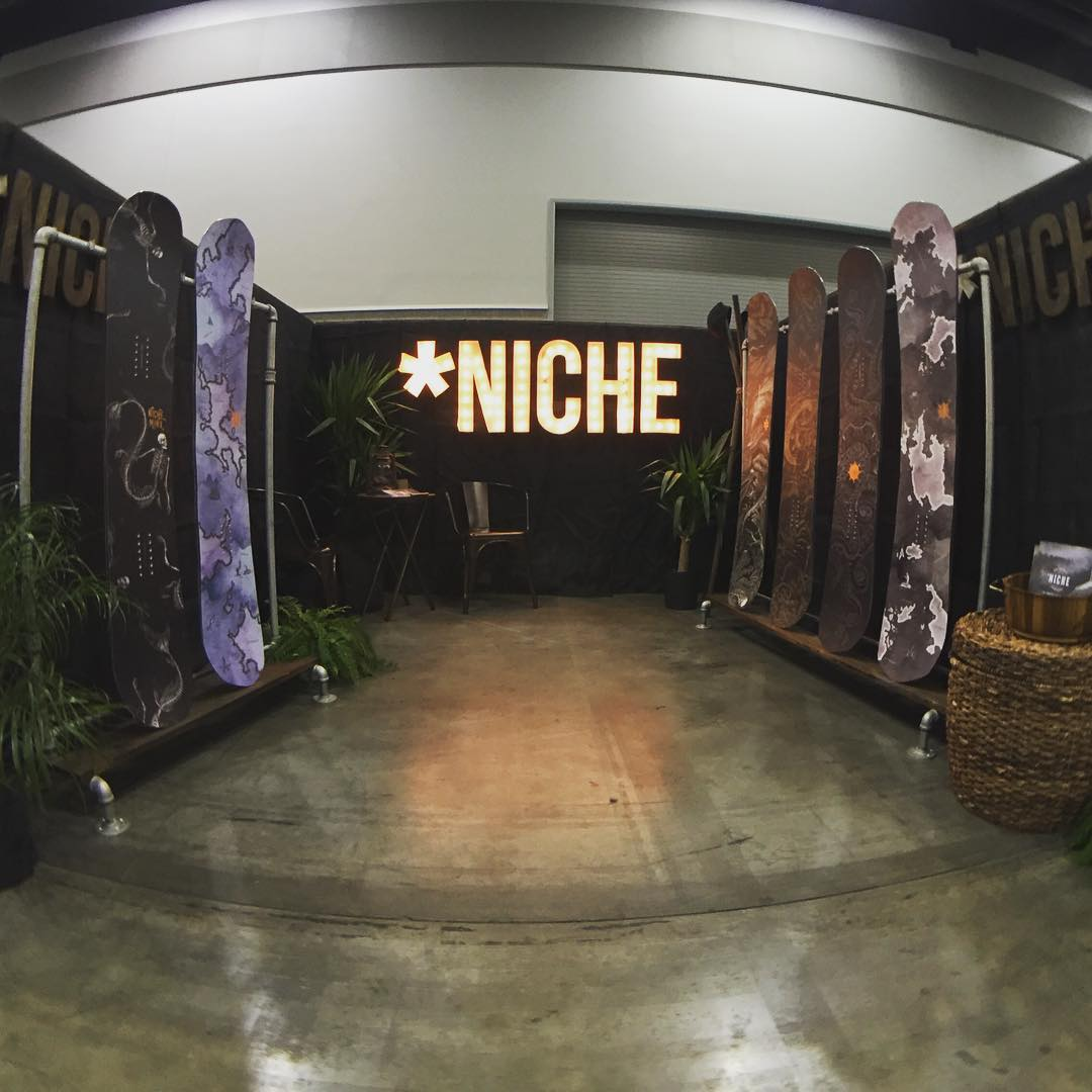 Where have we spent the last few days? Here at the Vancouver Convention Centre, showing all the Canucks the 2016/17 line of #nichesnowboards!!
