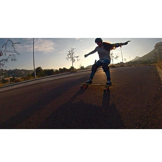 Buenos días desde España, good morning from Spain with @paulareyynau! #longboardgirlscrew