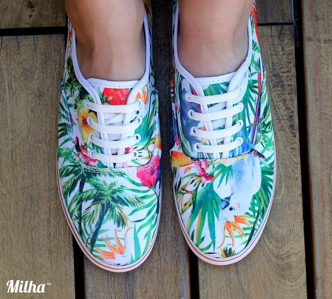 """Seguimos creando nuevos modelos de Milha™ Edición limitada: """"Rainforest Parrot""""! Disfruta el arte en tu pisada! Made to enjoy! www.milha.com.ar #milha @milha_oficial"""