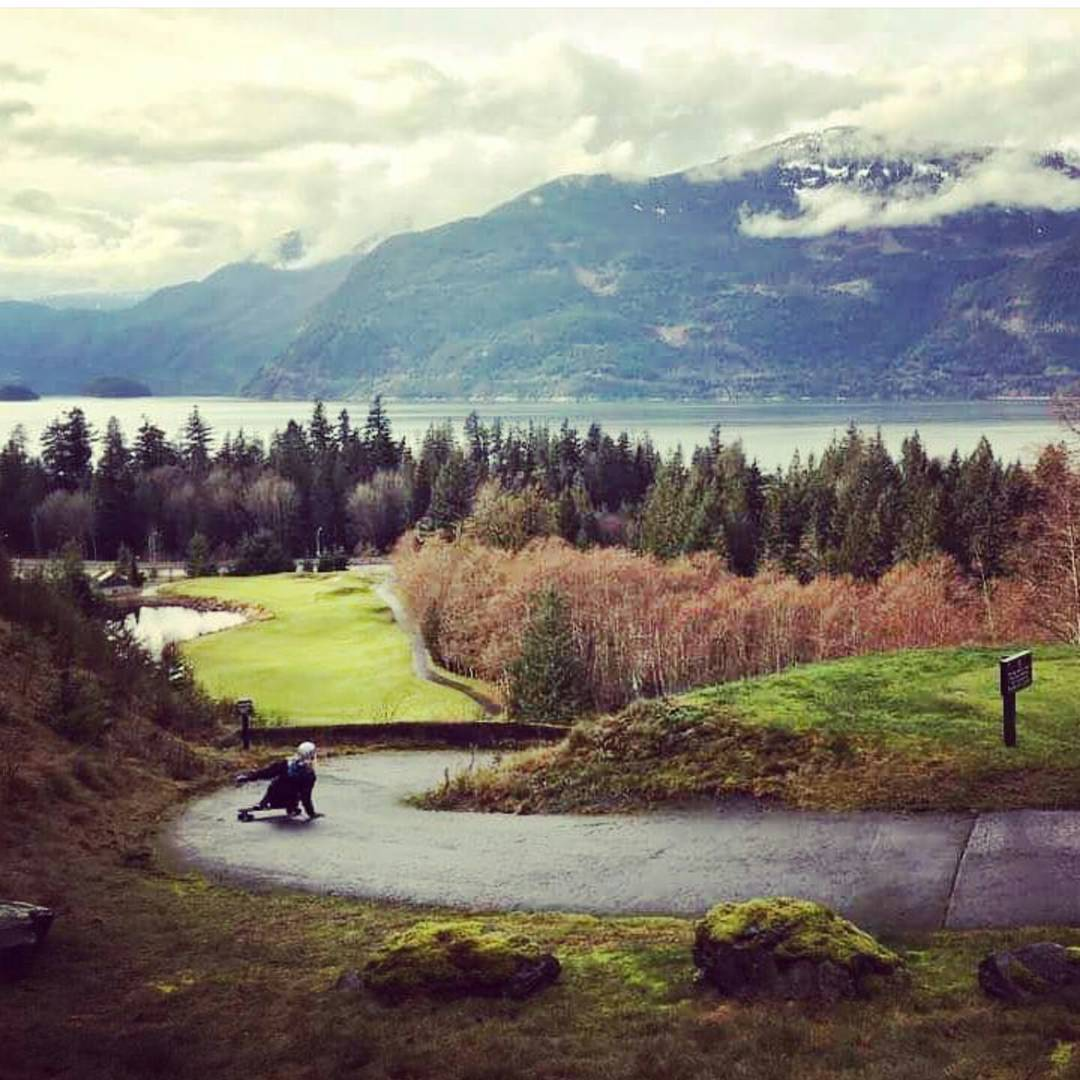 It's golf season in BC with @palaxa #divinewheels photo @jeniamiles