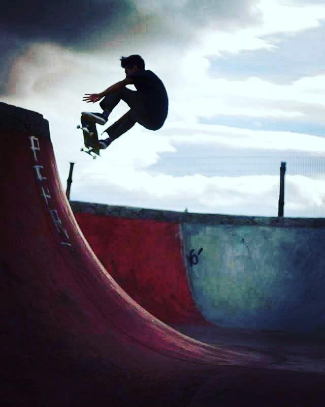 Nicolas Hernandez - Bowl Esquel - ph: Marcos Pailla #skateboarding #pchr