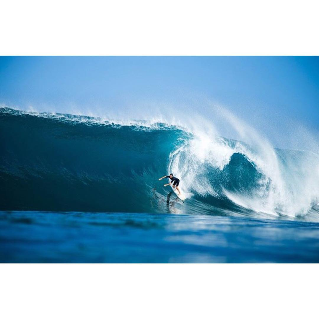 Why not Wednesday.  Team rider Luke Shepardson (@casualluke ) taking anything that comes his way at back door.  #repost from @surfingmagazine  Photo// @brentbielmann  #hovenvision #whatsyourvision #surfingmagazine #backdoor #hawaii