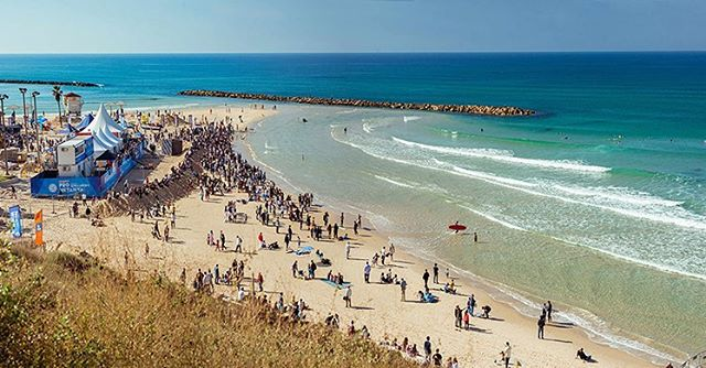 The inaugural SEAT Pro Netanya presented by Billabong finished in Israel this past weekend and saw an international field competing. Crystal clear water, sunny skies and fun waves made for a great event. @wsl #lifesbetterinboardshorts