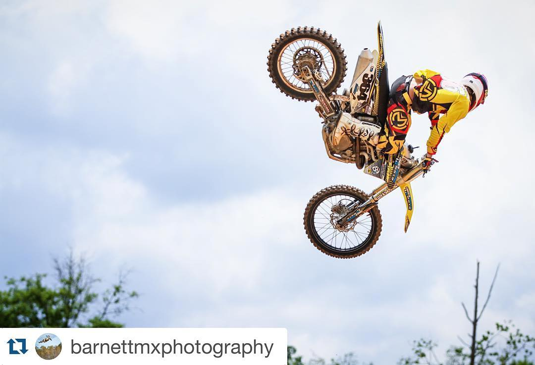 #Repost @barnettmxphotography ・・・ Have a #whipitwednesday with @matkinson36 #MC! @aticlothing @officialmooseracing #whip #scrub #mancandywednesday #mancandy #mikamob #whiptacular #whiptacularwednesday