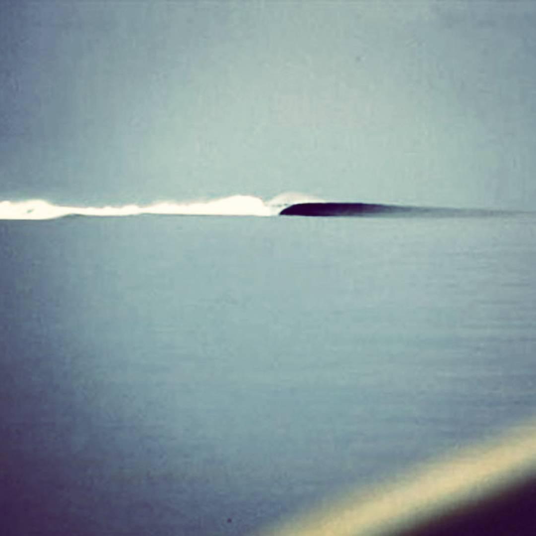 Existe una ola que rompe en los corales que rodean a una pequeña isla con forma de corazón al sur del Pacífico. Llevamos mucho tiempo soñando con algún día despertar ahí. Dicen que la imaginación lo es todo. Es una visión preliminar de lo que sucederá...