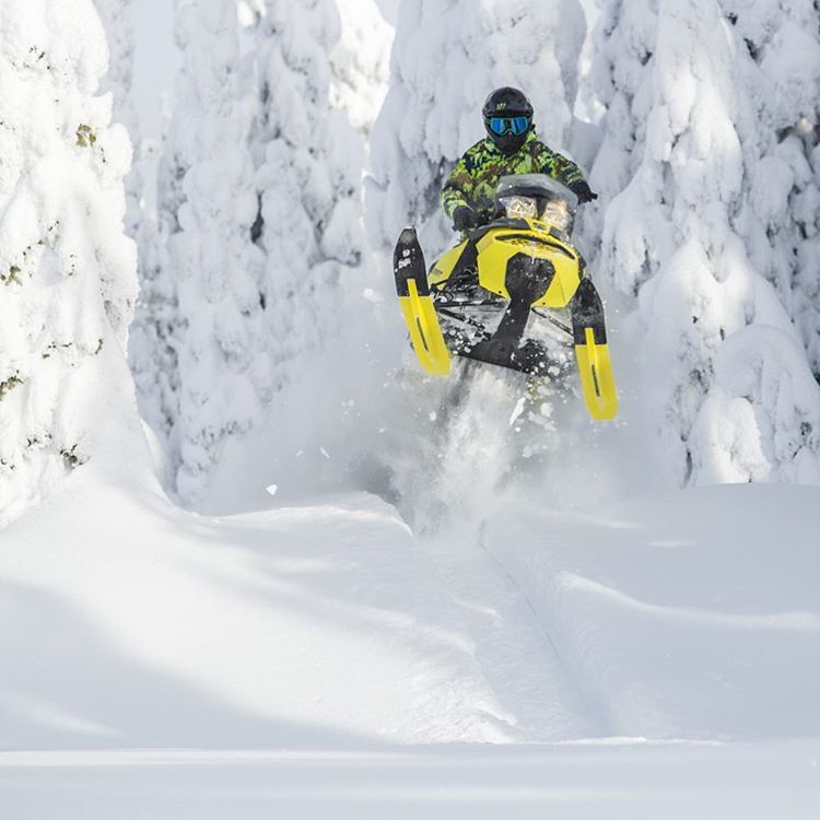 #TBT to my family trip to @BaldfaceLodge last month, where @CanAmOfficial was kind enough to provide two @SkiDooOfficial Summit X sleds for powder transportation duties. Of course, I had to test their air-worthiness. Ha. Photo by @ScottSullivanPhoto....