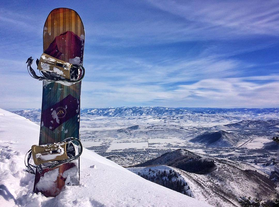 Mariah Dugan (@gnar__marr) earning her tracks and enjoying the view.  #snowboarding #powder #girlswhoshred #fluxbindings #MariahDugan