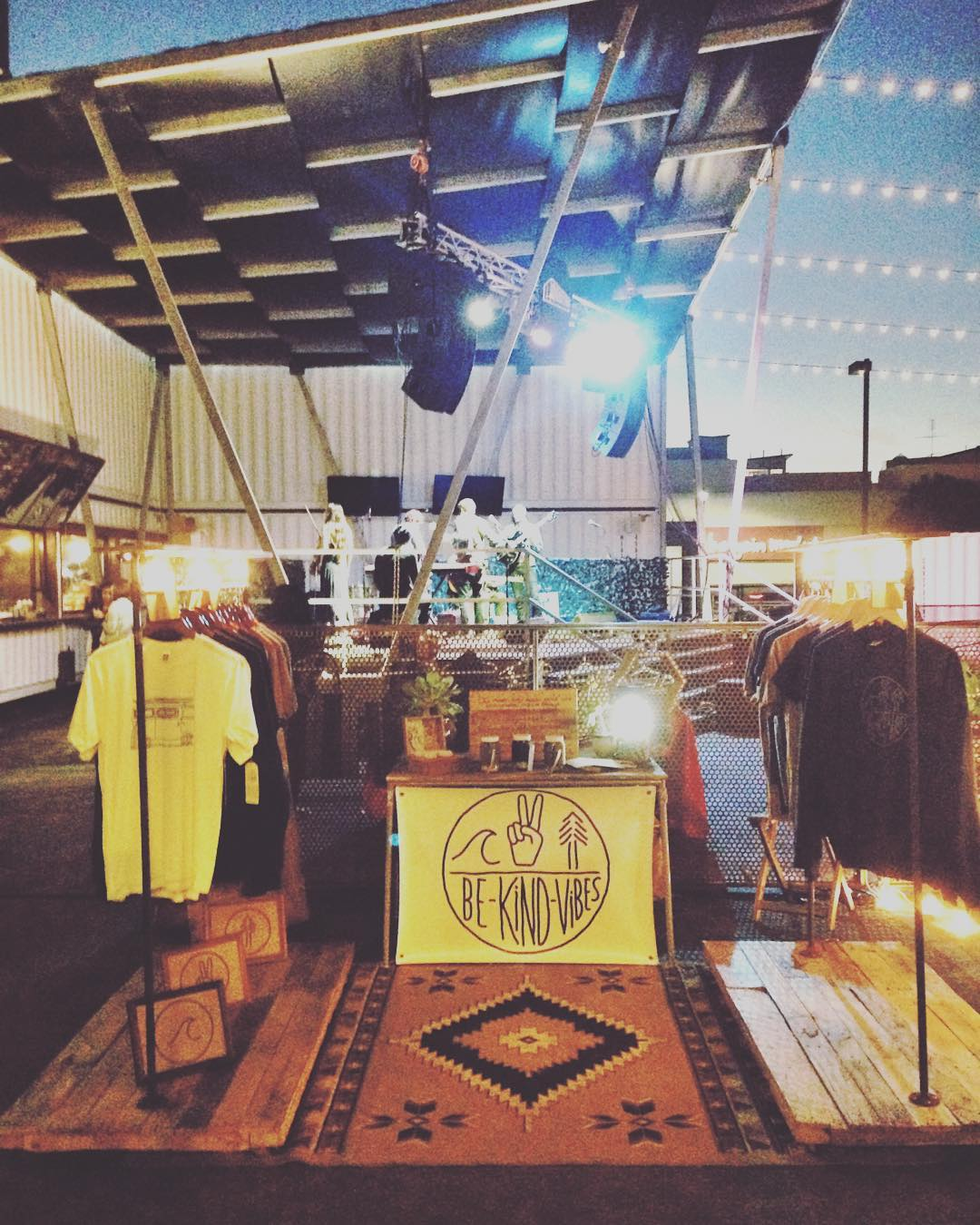 ~ Tribe Gathering ~  The pop up shop is set up, food trucks are cookin, and the live music starts in an hour. It's time for a pint! Swing by the gathering and have a beer with us. ----------------------------------- #bekindvibes #bekindtribe...