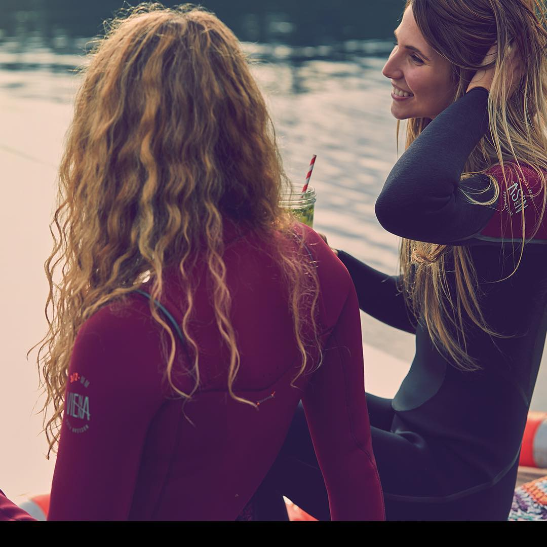 Why a wetsuit improves your watersports experience?! We have four important reasons, read all about them in our article![Link in bio]