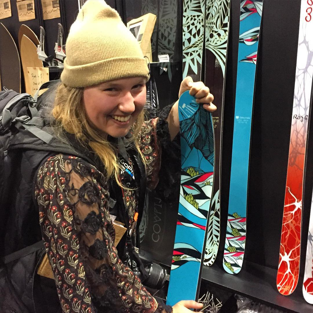 @erica_aarons stopping by to give the SOS the flex test. Check out her recap on @newschoolersdotcom. #winning #SIA16 #skiing #sisterhoodofshred