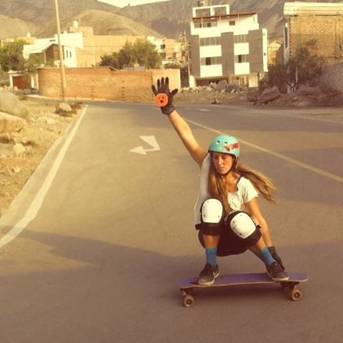 @longboardgirlscrewperu rider @zulemalee & @lgcchileoficial's @josefaporter together sharing smiles & slides at local Peruvian hills.  Yeah ladies, love seeing you together! Do you skate with your friends? Comment the article and tell us with whom and...