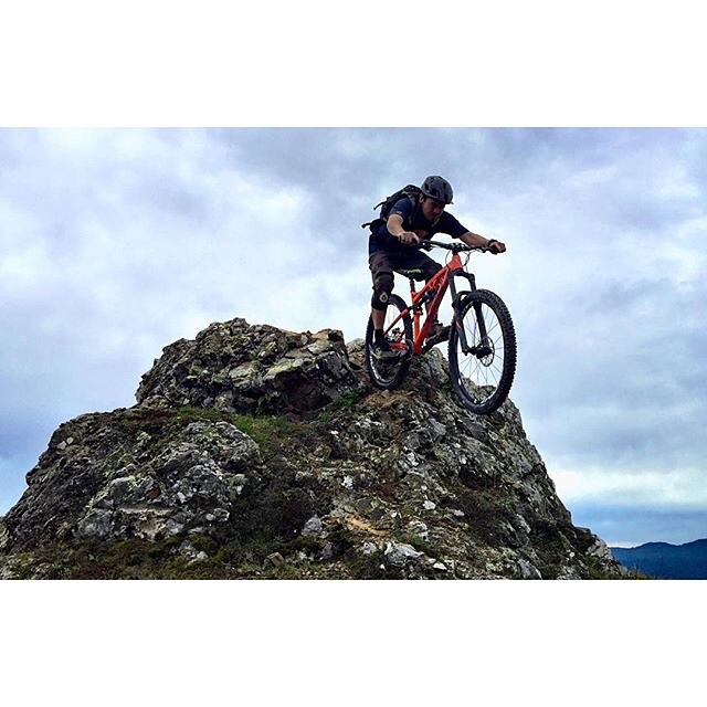 Happy Saturday! #Repost @bencruz_ridelife rocking out on his new @whytebikesusa #mtb #SixSixOne #661protection #ProtectFun