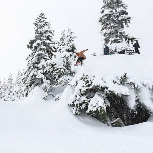 @jay_kelly_ may as well be a certified fun-finder. Always mixing it up and finding rad lines with soft landings @summitatsnoqualmie . #Pow #Snowboarding #Alpental |