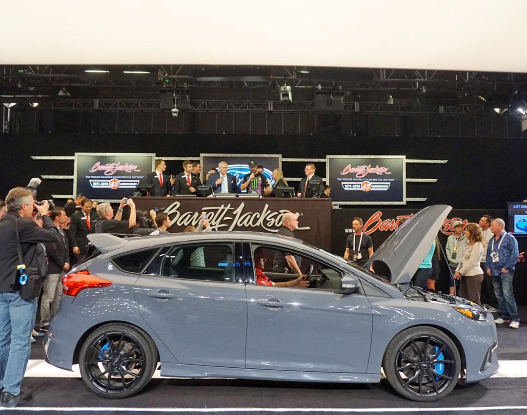 This is the car that Ford auctioned off for charity tonight at Barrett-Jackson. It's the last VIN for 2016 units coming to America and it has a Europe-only paint (which I really, REALLY like). A very special car for a very special cause: raising money...