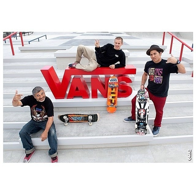 @geoffrowley @steviecab y @chriatianhosoi en la apertura del #offthewallskatepark! Foto de @vansskate #skate.