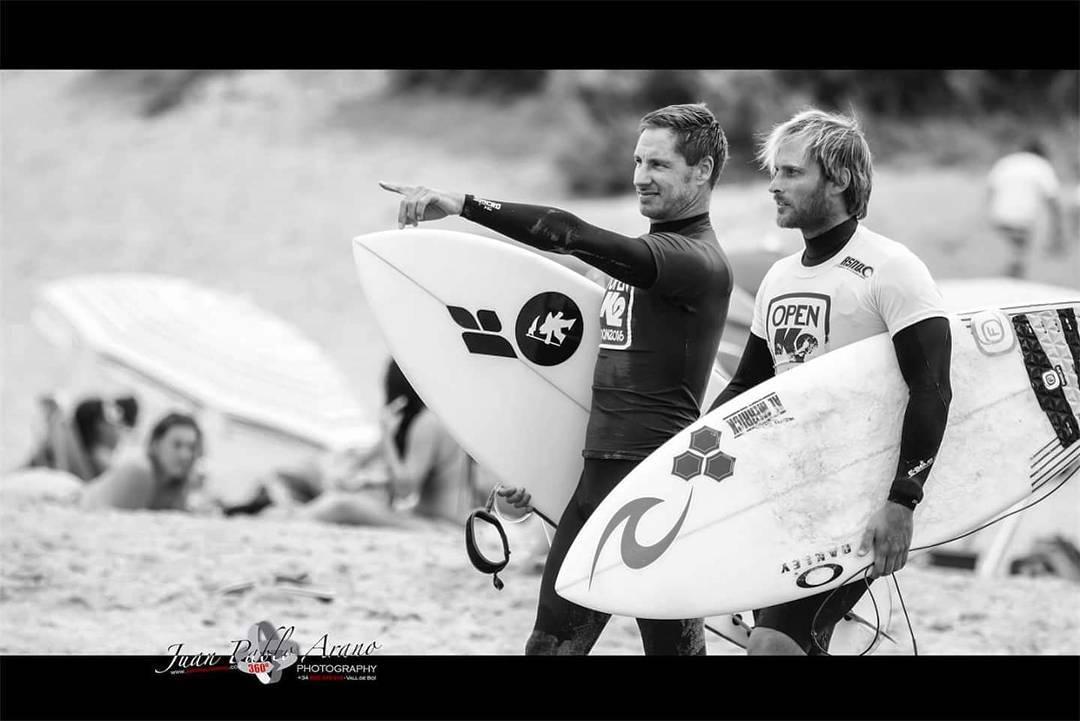 Mariano Persello y Marcelo Rodriguez en el #open k2 de la #ASNQ - Asociacion  de Surf Necochea Quequen - PH: Juan Pablo Arano  #gotcha #surfing #iconsneverdie