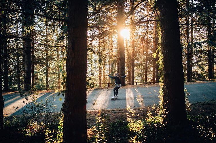 Forest vibes with @eiderwalls and @martagdiaz behind the lens. Beauty!  #longboardgirlscrew #womensupportingwomen #skatelikeagirl #eiderwalls #martaguillen #forest #forestvibes