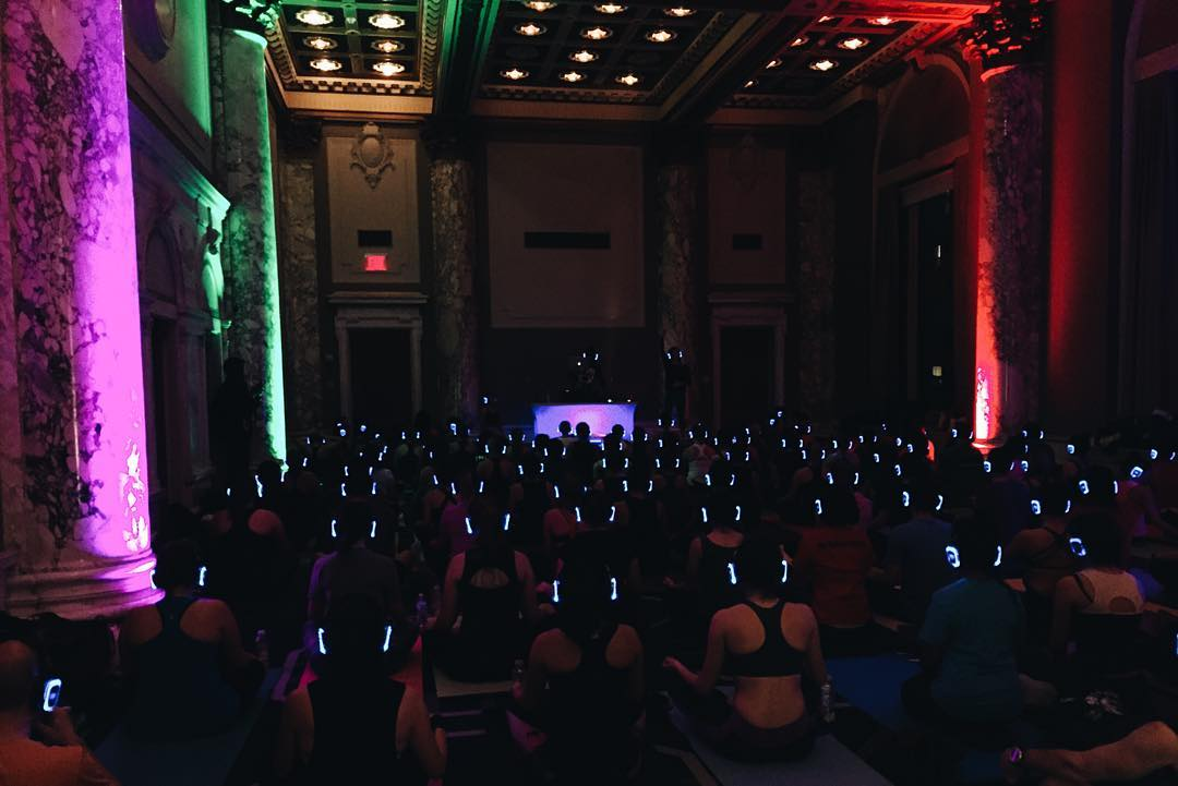 The aliens have landed at tonight's @soundoffnewyork yoga session for #InsiderInsights with @lvlyoga @popupyoganyc