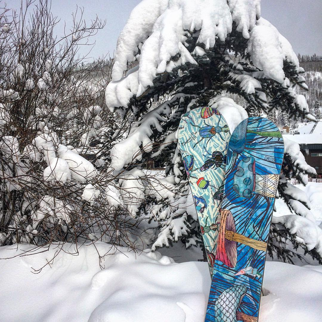 A few inches of freshies fell at @coppermtn last night and we're here for the #extremefaceshots tour! Come try our skis and boards that don't suck. Link in bio for details.