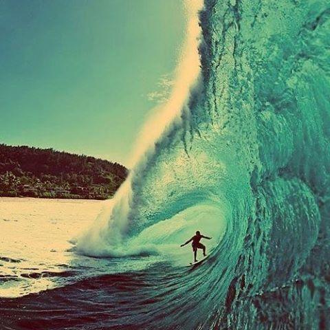 Banzai Pipeline, más conocida como Pipeline o Pipe es una de las olas más famosas del mundo localizada en la Isla de Oahu, Hawaii. Pipe viene surfeandose de manera oficial desde 1971 y en la actualidad es sede de múltiples competencias nacionales e...