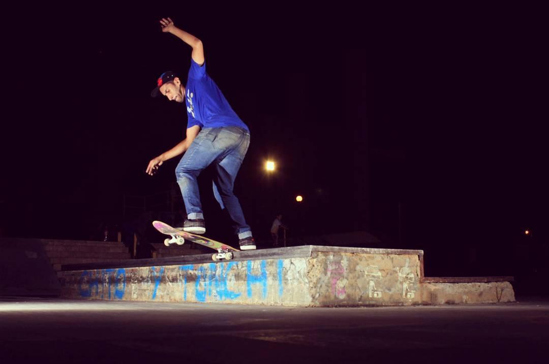 Daniel Marquez de pasada por el skatepark de salta capital  Fs halfcab noseslide