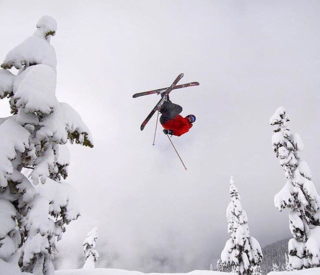 @fisherjamie putting in flight hours for the week. #shapingskiing | photo @wildhairwyatt