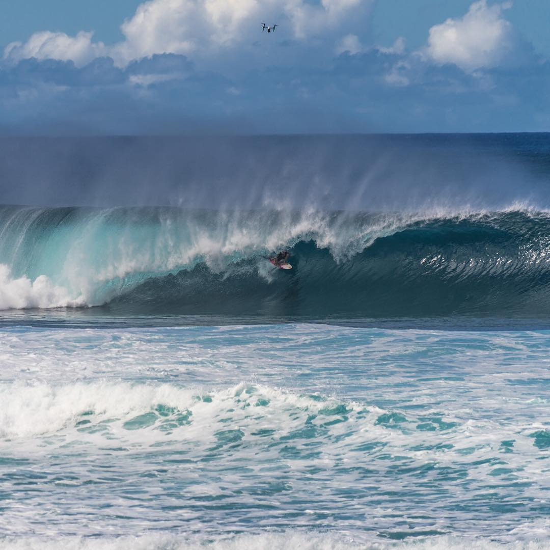 @whoisjob halfway through a perfect ten today at the #volcompipepro  #drinkthealoha #allthingswater www.bodyglove.com