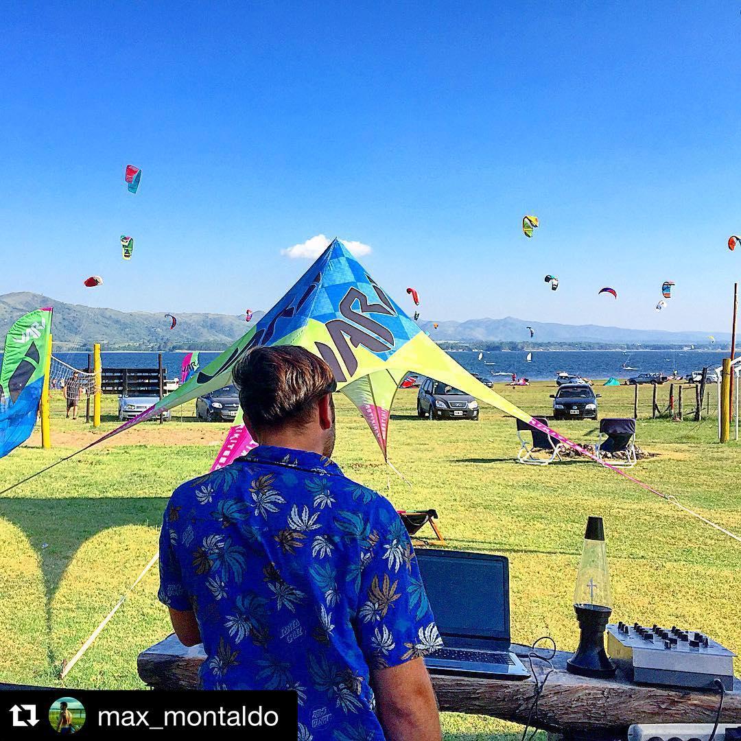 Makani Fest! Dj: @adrianr55 #party #fun #kitespot #makani #makanibeach #vari #varikites #kite #kitesurf #kiteboard
