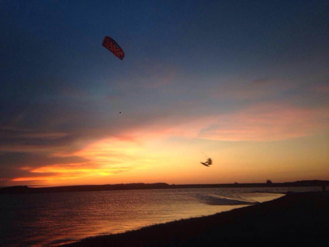 Sunset in Uruguay #ridinglife #sunset #flat #K2 #2016 #rideyourstyle  #colors #nature #kite #kitesurf #varikites #lagunagarzon #puntadeleste #uruguay