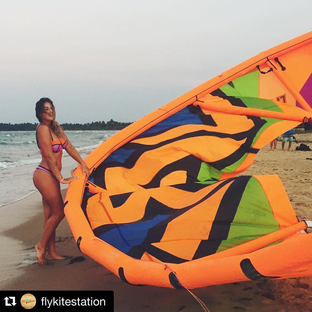 #kitegirl @kristinaosipova  PH: @flykitestation #varifamily #team #k2 #2016 #kiteschool #kite #kitesurf #kiteboarding #varikites #kitegirls