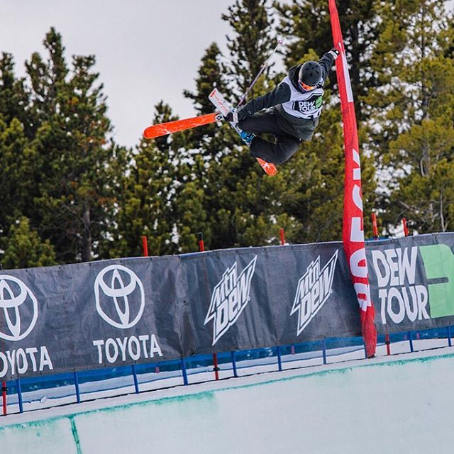Help us wish @rozgroenewoud the best of luck today in the US Grand Prix/FIS World Cup halfpipe event in ‪#‎ParkCity‬! //
