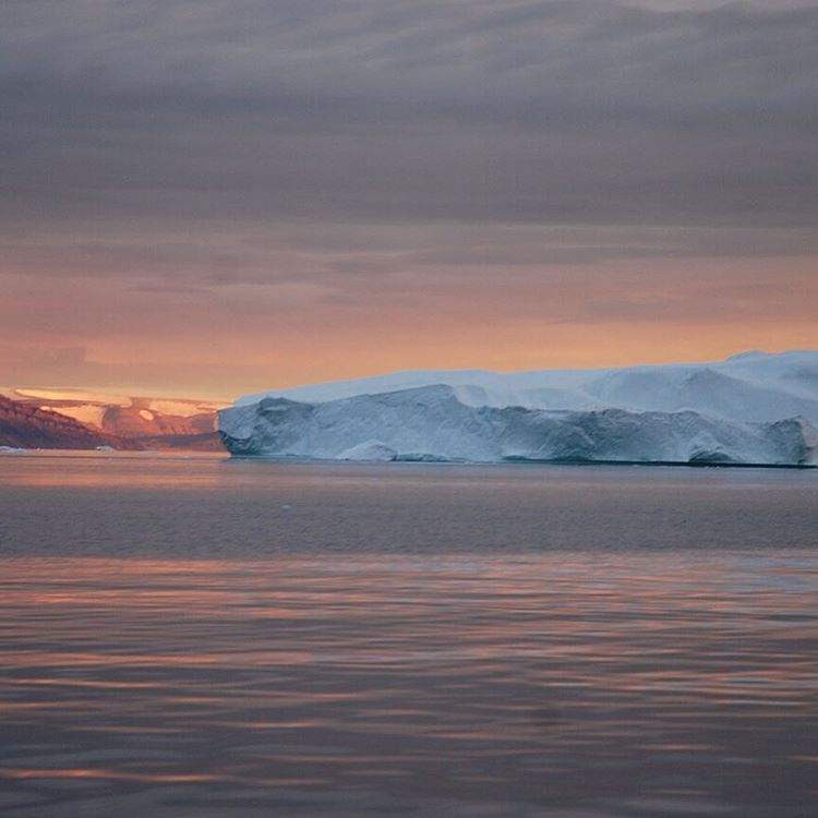Fading light from the Arctic summer. Courtesy of ASC Microplastics adventurers and the Ocean Research Project crew, Nicole Treholm and Matt Rutherford #iceberg #adventurescience #instasunsets