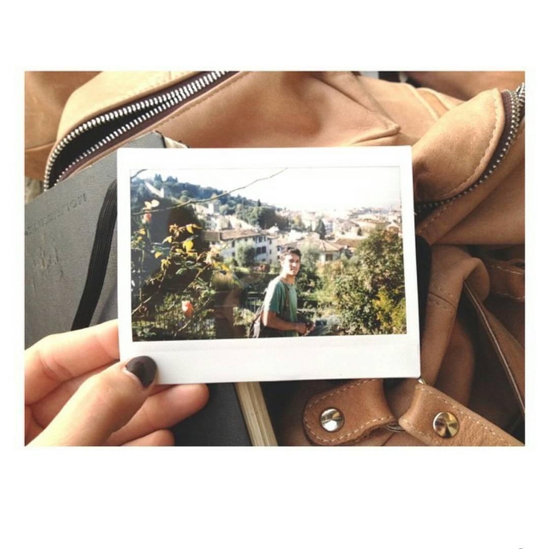 Mochila Navajas Suela , libreta Moleskine y cámara instantánea ➡ los mejores compañeros de viaje.  Postal de Giardino Delle Rose, Firenze.  #travel #backpack #adventure #backpack #instaxphoto #viajoalmundo #mochi