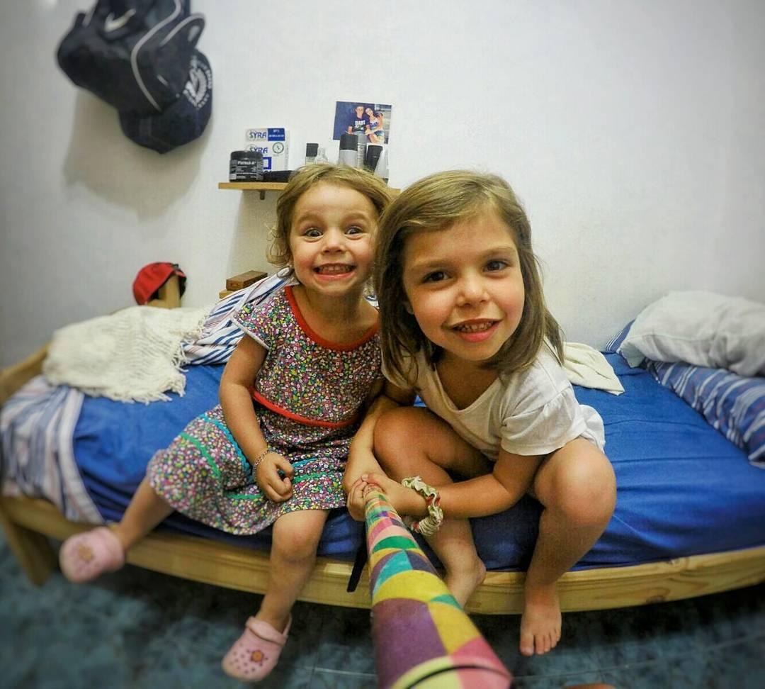 Estas dos princesitas se pusieron a jugar con su Prisma y sacaron esta fotasa