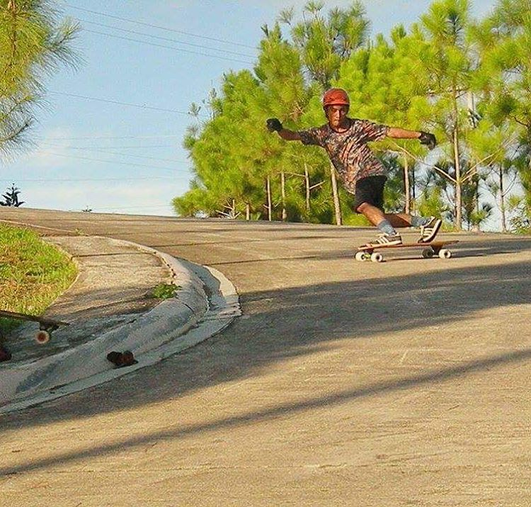 Where will you shred this weekend? @rj_ancot_  with the steezy toeside. #divinewheelco #divinewheels
