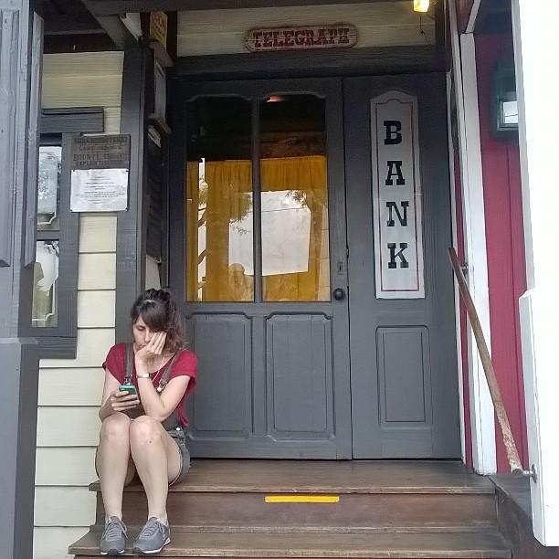 Miss Pedranti en un viaje al pasado.