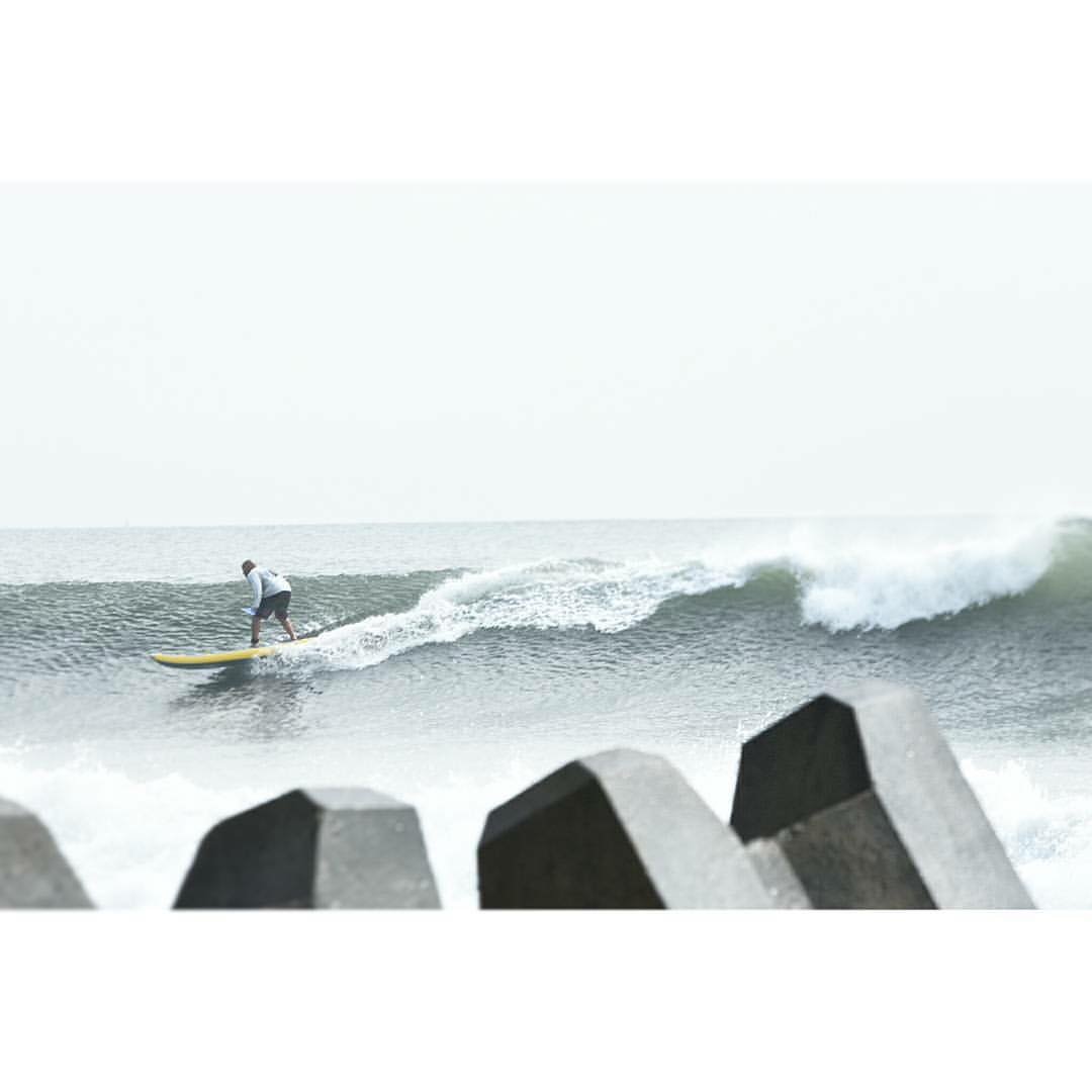 @joeysaputo surfing the #halaplaya in Japan. Photo: @suppaul_pics #halagear #adventuredesigned #supsurf #paddleboard #standuppaddle #surfing #surfingdesigned #isup #inflatable