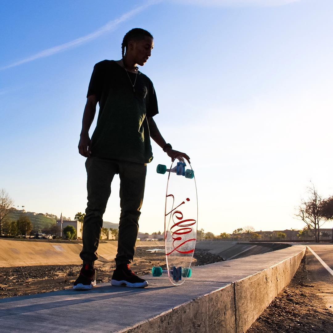 Jelly? #jellyskateboards #jellymanowar #blockrisers #sanjauncapistrano #longboard #skateboards #jordanfuture || Rider: @zeyakemon