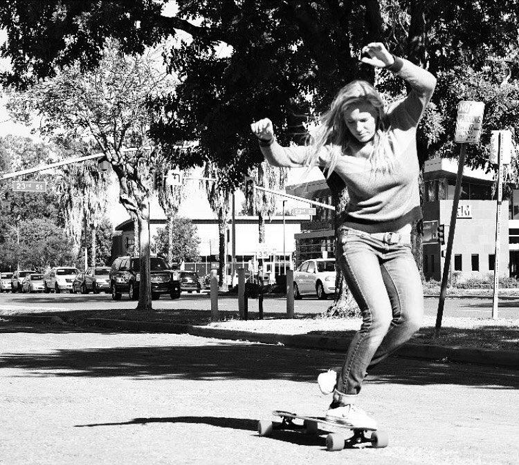@cvg_skate working on her dancing skills. Photo: @tess_vg  #longboardgirlscrew #womensupportingwomen #skatelikeagirl #lgc #chloeannavang