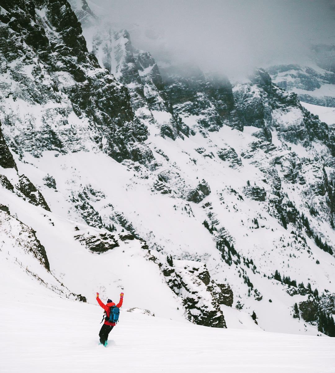 yay snow! ❄️ @alisonsadventures  #inLOVEwithSWITZERLAND  @myinterlaken @myswitzerland  @nichesnowboards
