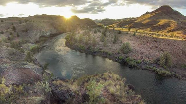 Paul Clark is heading out on another 100 mile self support paddle of the John Day River. Follow his adventures at @suppaul_pics ! #halagear #adventuredesigned #whitewaterdesigned #selfsupport #Oregon #Paddleboard #inflatables #isup #johndayriver...