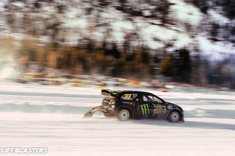 Mobbing on the lake in Norway #zerofucks #aintcare #scenery #norway #trees #mountains #snow #cold #ice #lake #studs #studdeddtires #powerslide #drift #sendit #nofucksgiven #snowbank @gatebil_official
