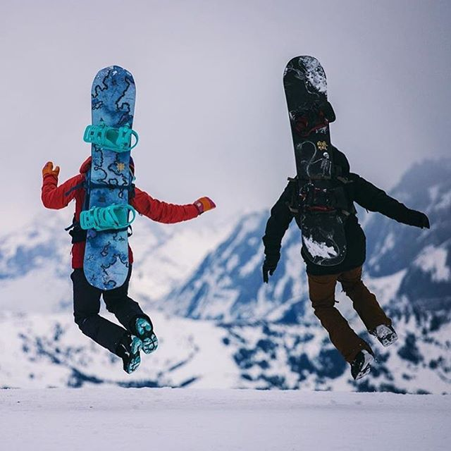 @alisonsadventures continues to get more awesome as she teams up with Swiss shredder @thsk_! Are we jealous? Yes. BUT, the Niche crew is off to Japan tomorrow morniiiing... Prepare for more international shredventures coming your way.