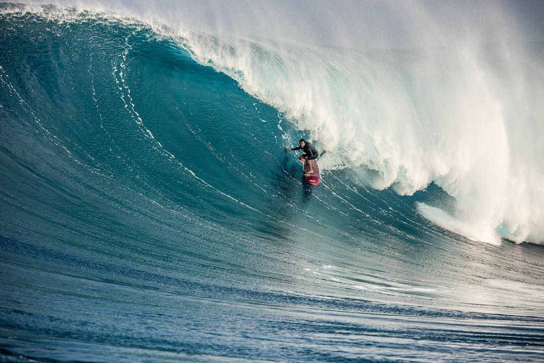 The latter half of this week will have a lot to offer in the big wave entertainment department. Both the Eddie Aikau Invitational and the Titans of Mavericks event are a GO. Good luck to @shanedorian, @gerglong and @ryanaugenstein in their heats!...
