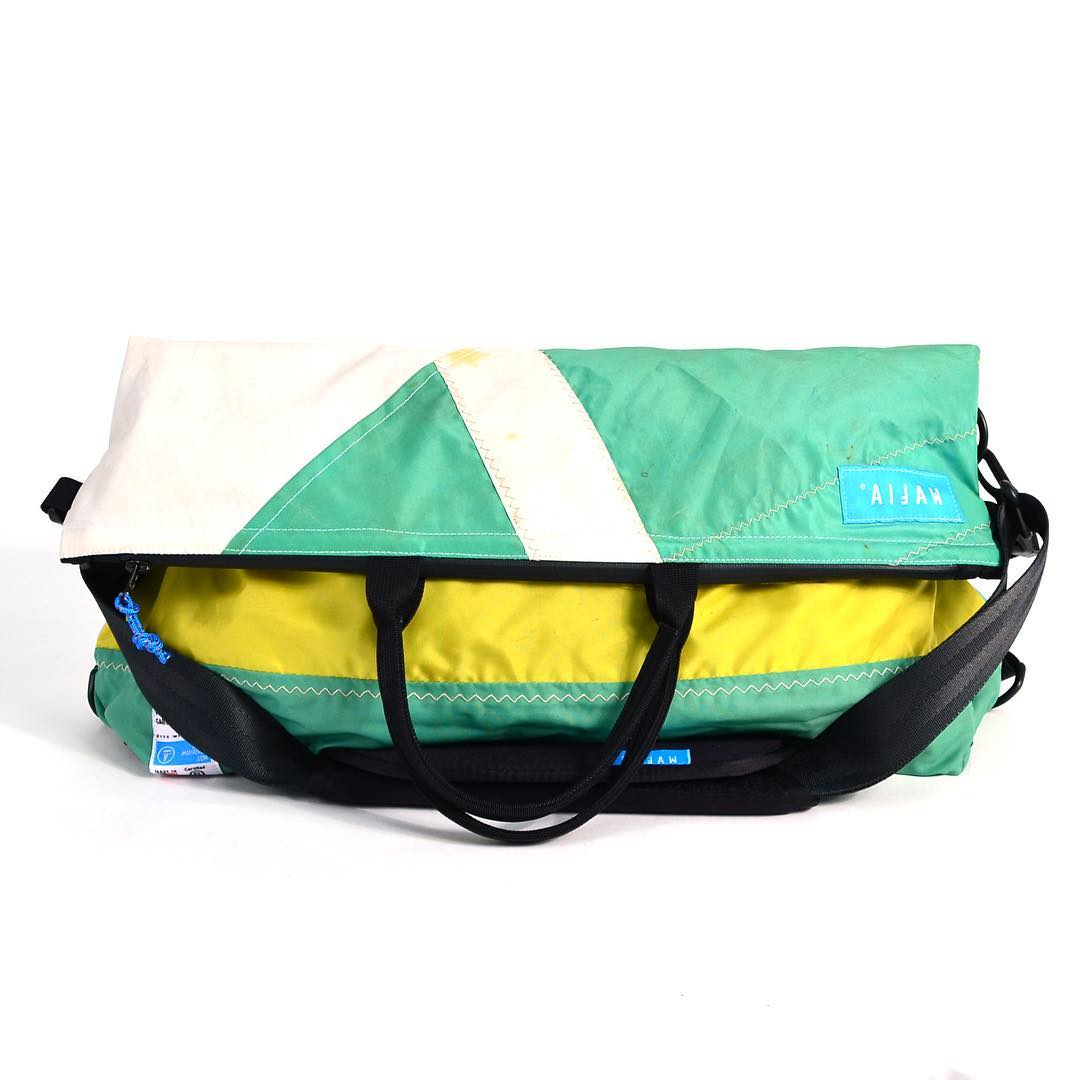 The Day Runner is our #Messenger bag, which can be unfolded into a tote bag when you need additional capacity. It has an interior compartment for your laptop and an large exterior pocket. It is ultralight, waterresistant, and durable; made from a...