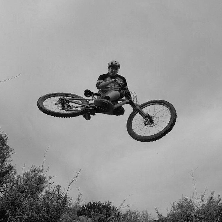 #WhipitWednesday ! @tomaslemoine mastering the #BikeSelfie! #SixSixOne #ProtectFun #MTB #GoPro #661protection #EvoAM #ReconKnee