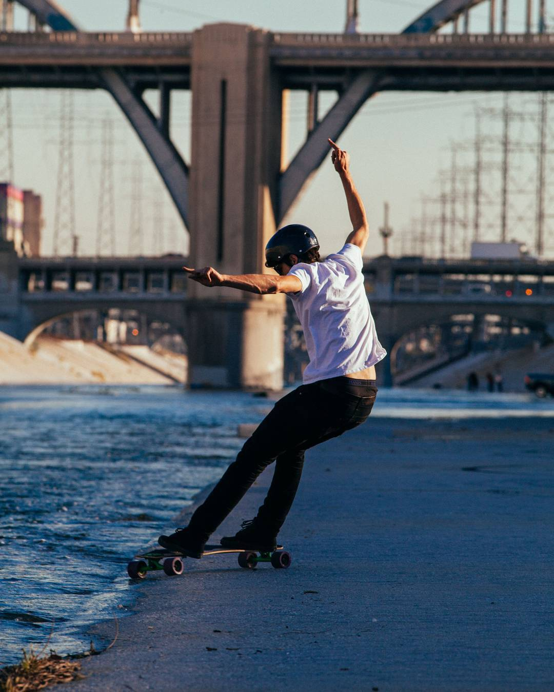 The style, the grace, the form of #LoadedAmbassador @ari_shark is impeccable. However this is seconds before he fell into the cesspool that is the LA river... He didn't look nearly as good afterwards... Phoyo: @christianrosillo  #LoadedBoards...