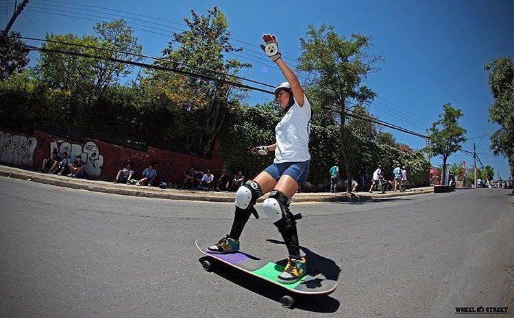 @lgcchileoficial rider @jandy.cayunaoc ⚡️ Wheel & Street photo.  #longboardgirlscrew #womensupportingwomen #skatelikeagirl #lgcchile #jandycayunao #lgc